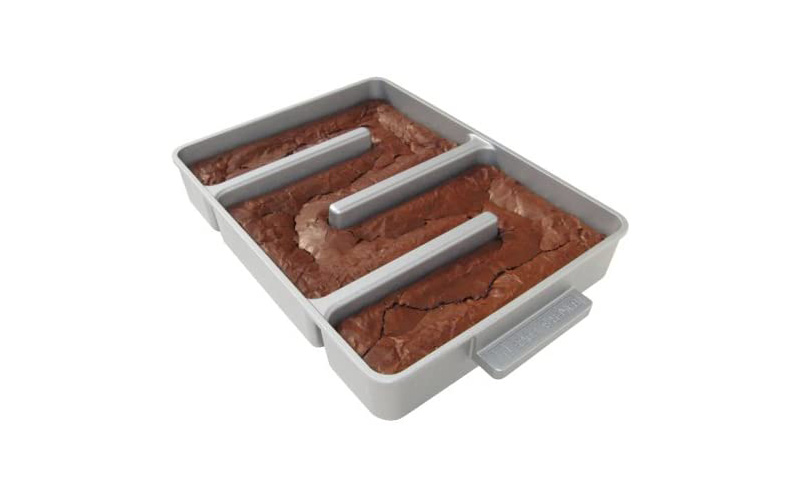 Bakers Edge Nonstick Edge Brownie Pan